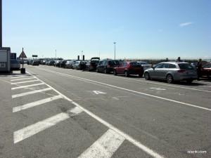 Очередь машин в порту.