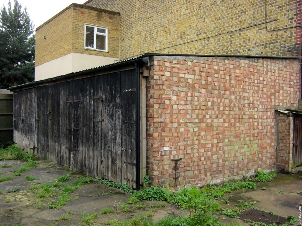 Три гаража в Баламе, Лондон