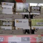 Слоновье и оленье говно в коробочках на полке магазина