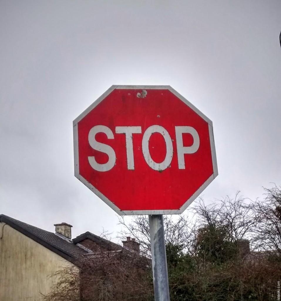 """дорожный знак """"Stop"""""""