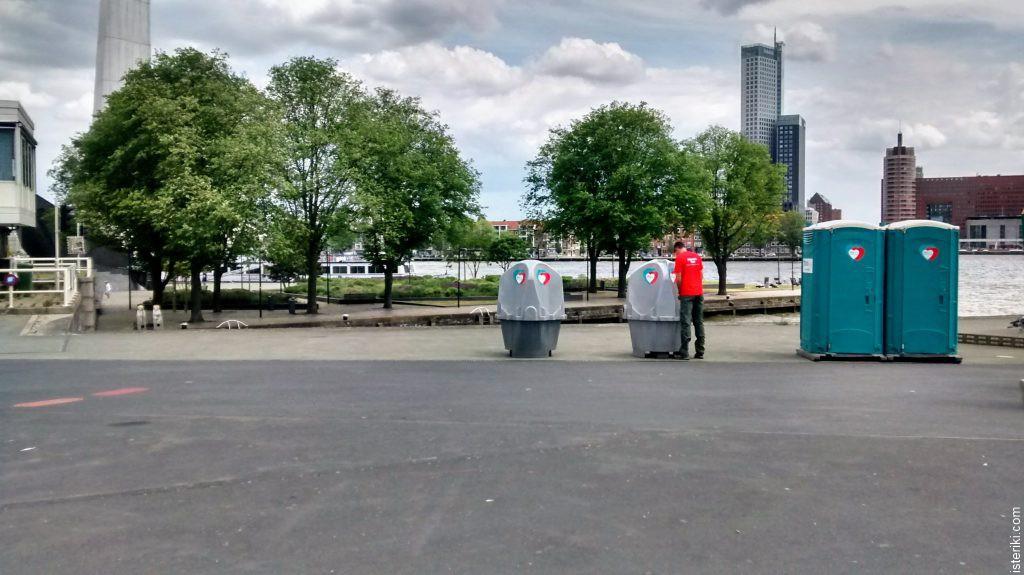 Мобильный туалет в Роттердаме
