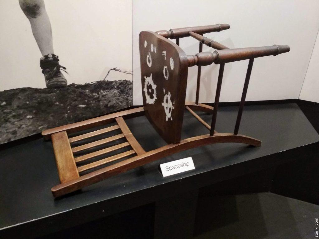 Spaceship chair